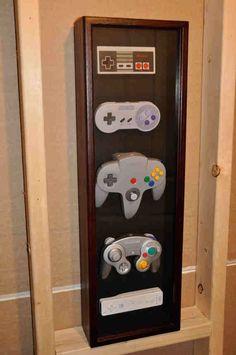 Une petite idée déco façon musée cette fois, on retrace l'histoire de l'évolution de manettes Nintendo .
